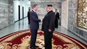 [뉴스해설]문 대통령, 북 비핵화 전제로 한 경협 확대 카드 꺼내든 배경은
