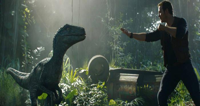 밸로시랩터 블루와 공룡 조련사 오웬 그래디