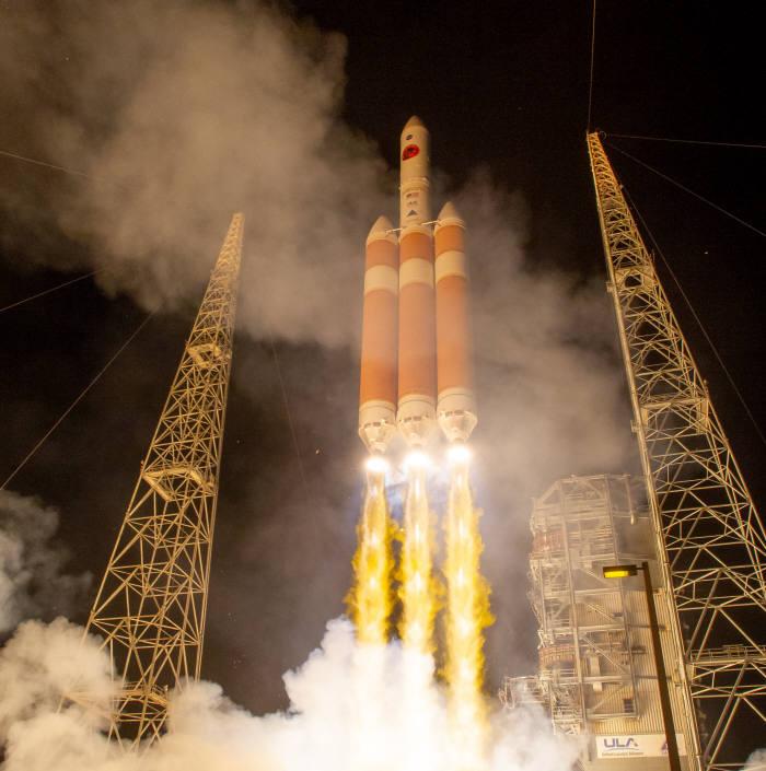 미 항공우주국(NASA)은 지난 12일(현지시각) 인류 최초 태양 탐사선 파커를 탑재한 로켓을 발사했다.