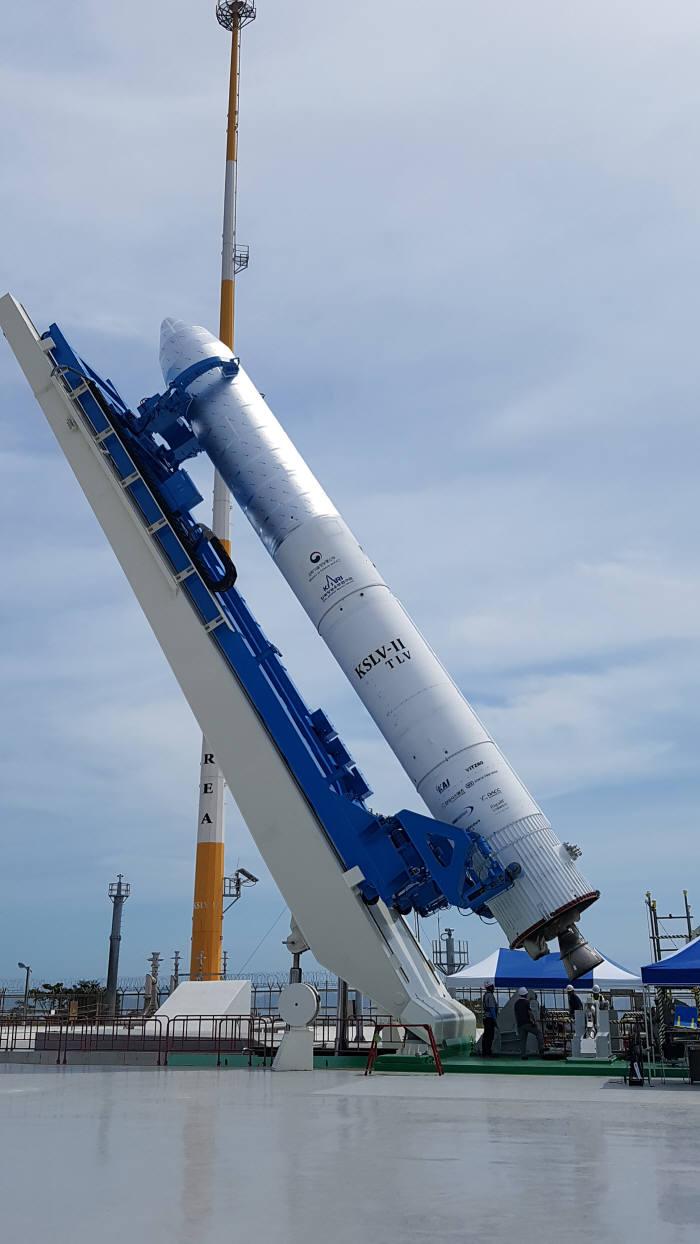 태풍 솔릭에 한국형발사체 실내로 이동, 10월 발사는 이상 없다.