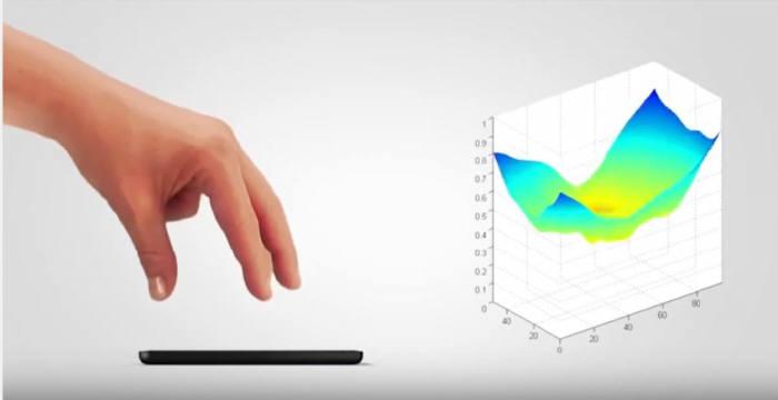 프랑스 포게일사의 멀티 호버링 시연 장면. 평면의 화면 위에서 3차원 입체감을 구현한 인터페이스가 인상적이다.(자료: 유튜브 캡처)