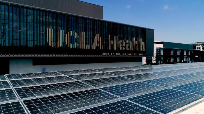 LG전자 태양광 패널을 설치한 LA레이커스 트레이닝 센터
