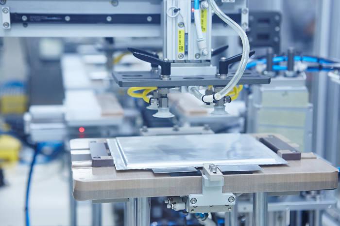 SK이노베이션 서산 공장에서 배터리 셀을 생산하는 모습. (사진=SK이노베이션)