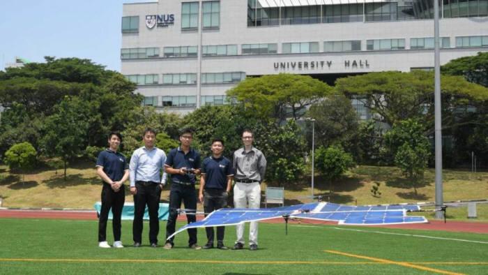 싱가포르국립대 연구진이 태양광 드론을 시험비행하고 있다.<사진 싱가포르국립대>