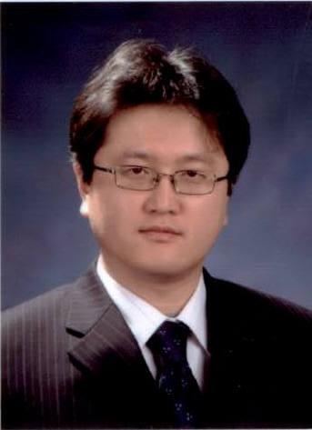 온도 변화에도 안정적으로 작동하는 LCD 개발을 쉽게 할 수 있는 액정물성모델링 기업을 제시한 김학린 경북대 교수.