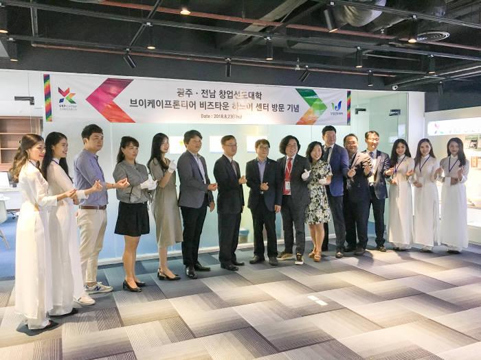 광주전남지역 3개 창업선도대학 최근 개최한 베트남 하노이 창업지원센터 오픈행사.