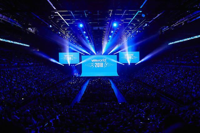 27일(현지시간)부터 미국 라스베이거스에서 열린 세계 최대 가상화 및 클라우드 콘퍼런스 VM월드 2018 기조 연설 행사 모습.