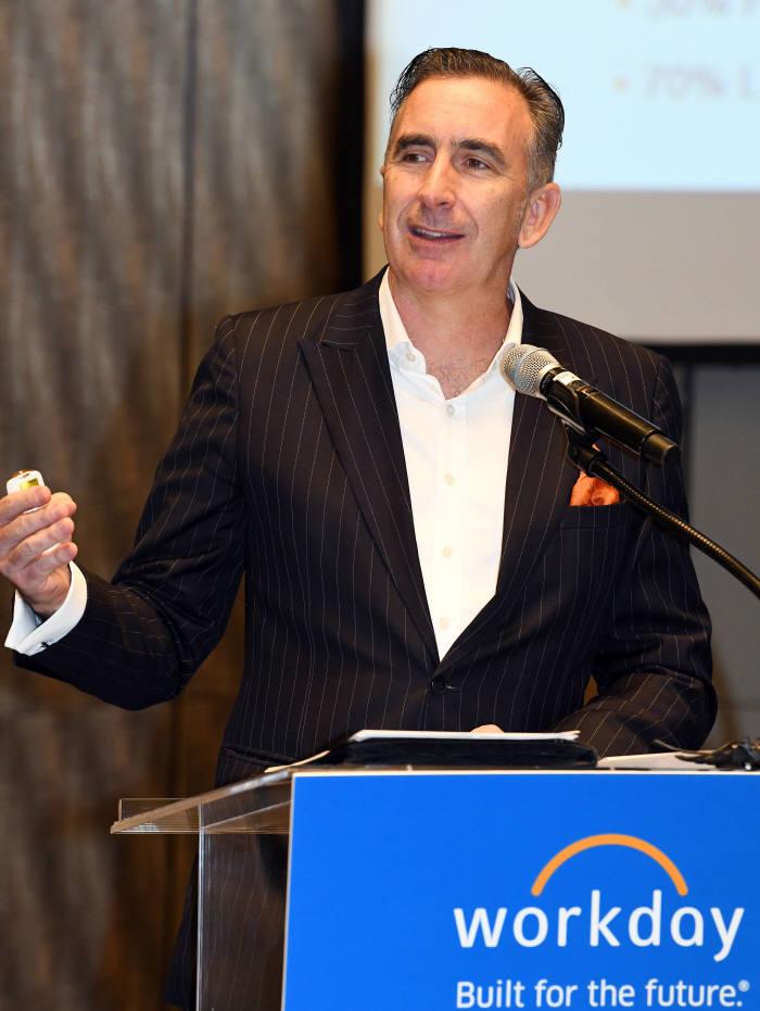 데이비드 호프 워크데이 아시아 태평양지역 사장이 사업전략과 목표를 발표하고 있다.