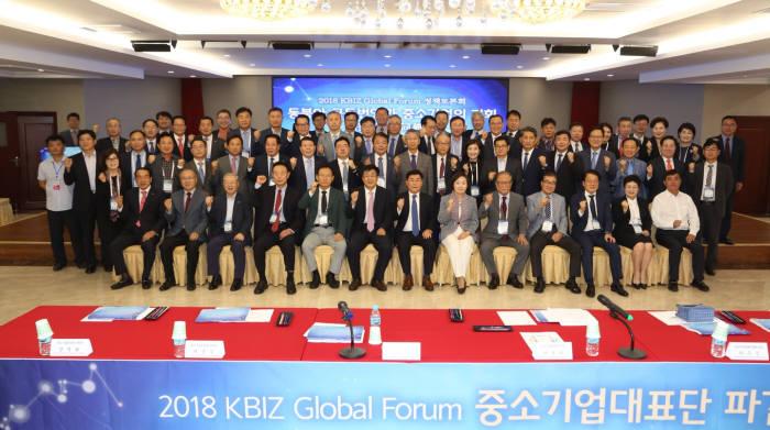 중기중앙회는 28일 중국 연길에서 한중 중소기업인 100여명이 참석한 가운데 2018 KBIZ 글로벌포럼 정책 토론회를 연길시정부와 공동개최했다.