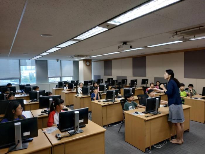 제5회 드림업 SW교육이 서울 가산동 롯데정보통신에서 열렸다.