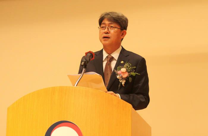 강신욱 신임 통계청장이 취임사를 하고 있다.