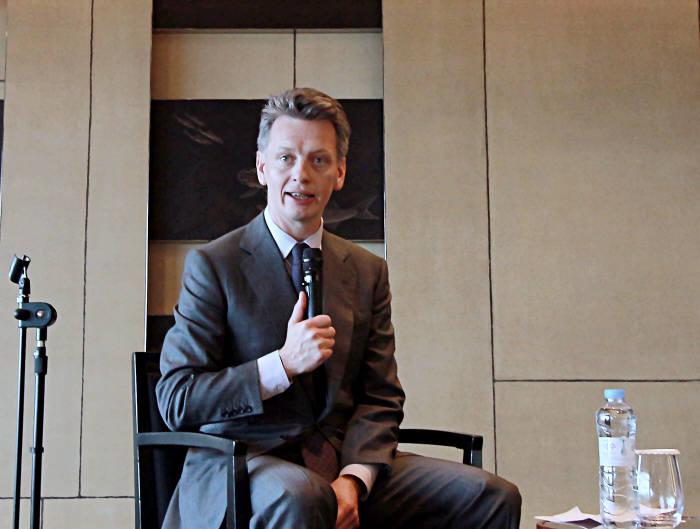 바니 하포드 우버 최고운영책임자가 29일 간담회에서 질문에 답하고 있다.