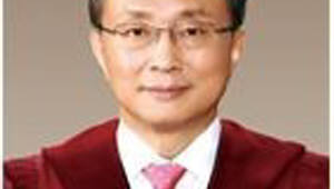 문 대통령, 이진성 헌재소장 후임에 유남석 헌법재판관 지명
