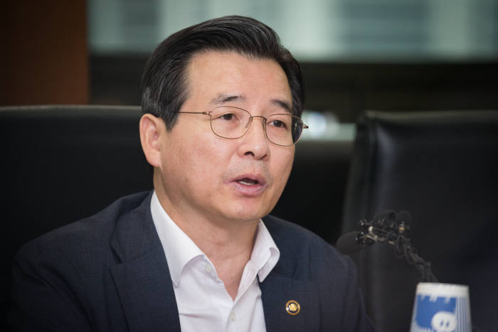 김용범 금융위 부위원장이 30일 여의도 한국거래소 서울사옥에서 열린 제약 바이오업계 회계처리 간담회에서 발언하고 있다.