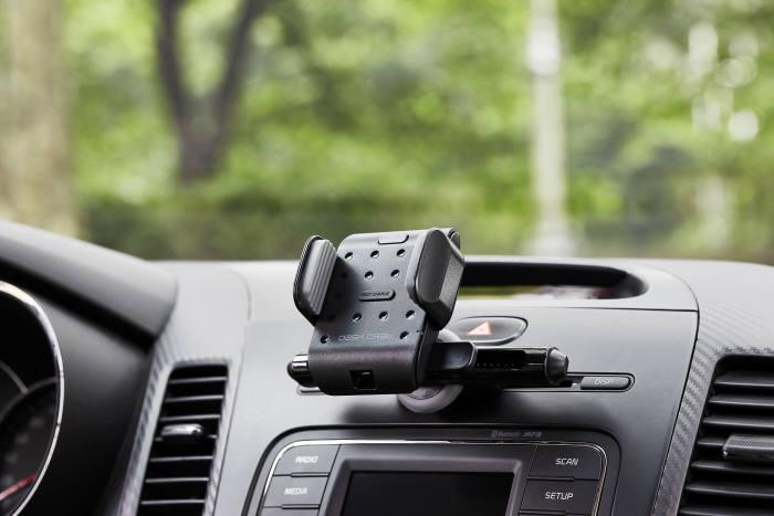나인랩스코리아가 출시한 차량용 무선 고속 충전 거치대 룰렛 에어.
