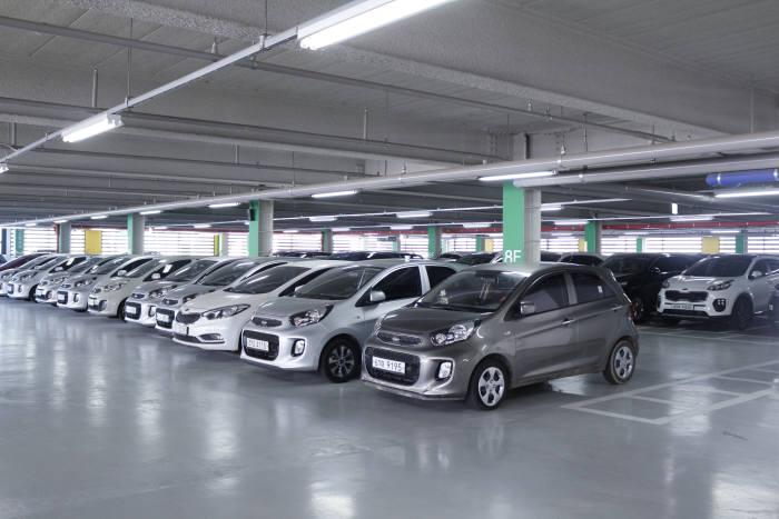오토핸즈 인천성능점검센터 주차장 전경.