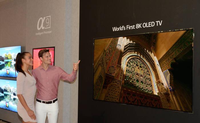 LG전자가 세계 최초로 선보인 8K 올레드 TV