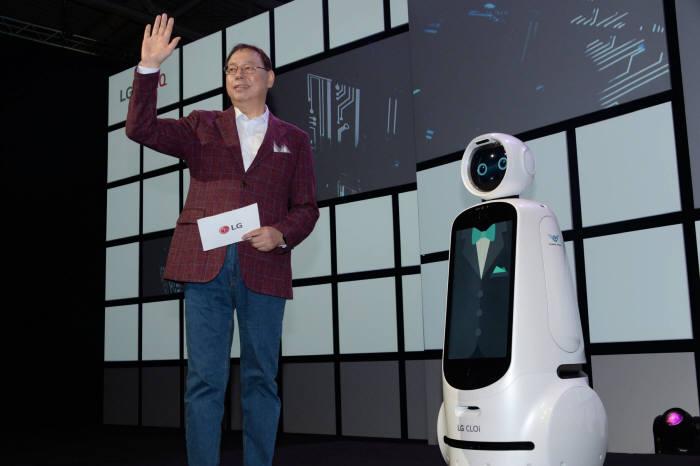 조성진 LG전자 부회장이 31일(현지시간) IFA 2018 개막 기조연설에서 인공지능의 지향점인 더 나은 삶에 대해 발표했다.