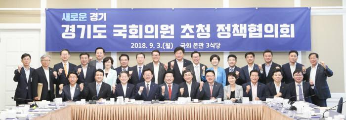이재명 경기도지사는 3일 국회에서 경기도 지역 국회의원들과 정책협의회를 가졌다.