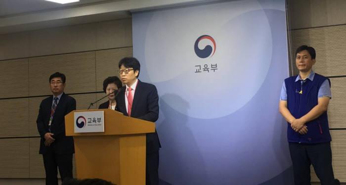 이용우 대학강사제도협의회 위원장이 9월 3일 세종정부청사에서 개선안에 대해 발표하고 있다.