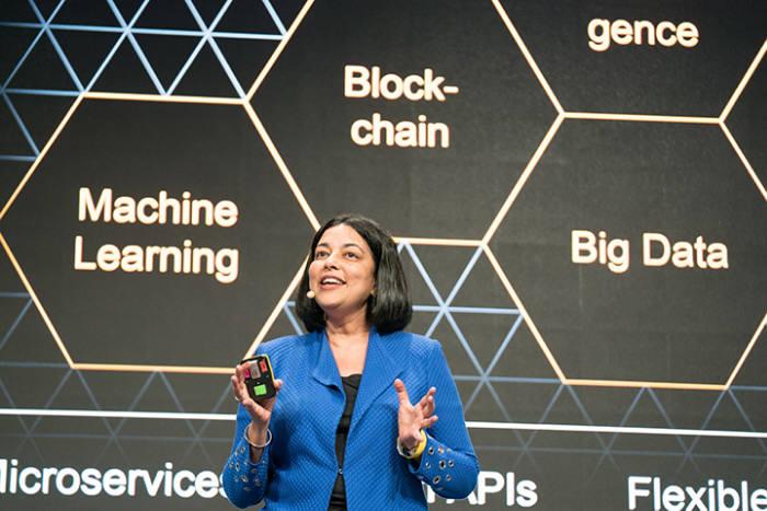 지난 7월 말라 아난드 SAP 레오나르도 사장 겸 데이터·애널리틱스 부문 선임 부사장이 SAP 레오나르도 라이브에서 솔루션 설명을 하고 있다. SAP 제공
