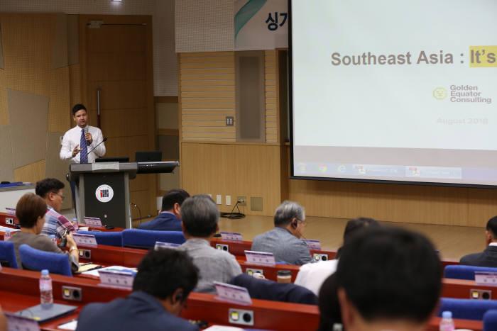 GIST 기술경영아카데미는 4일 GIST 오룡관에서 50여 명이 참석한 가운데 싱가포르 투자회사인 골든 이퀘이터 전문 컨설턴트를 초청해 기업컨설팅 및 강연을 개최했다.