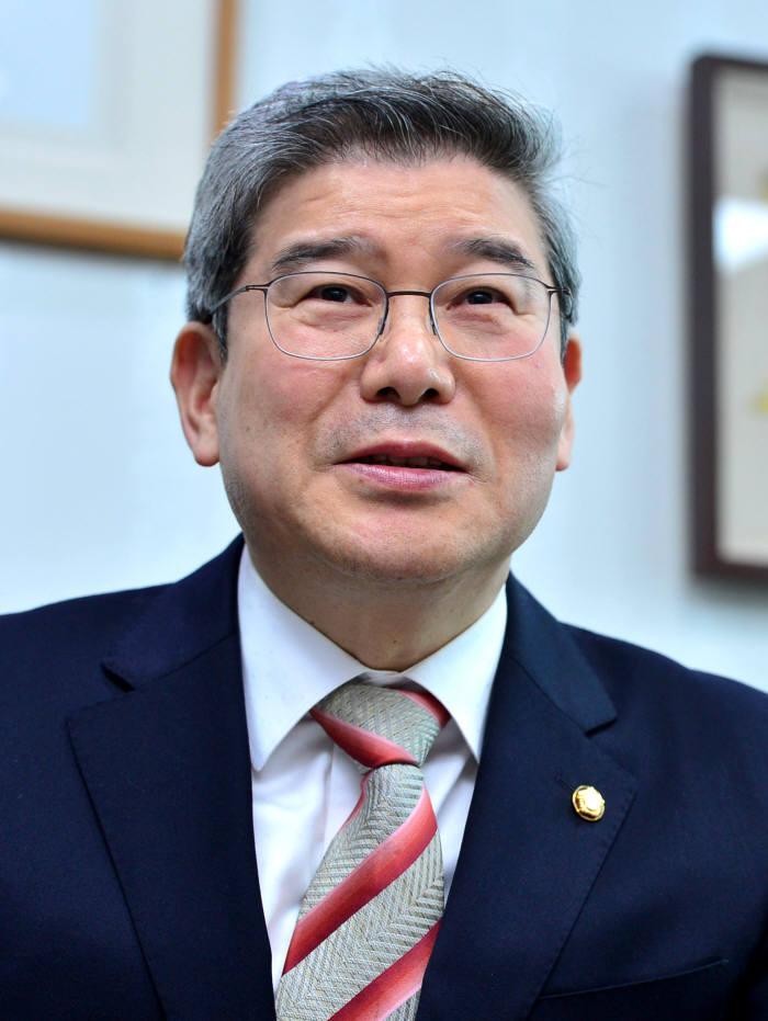 [여의도칼럼]대한민국, 소득주도성장 아닌 융합혁신성장을 취하라
