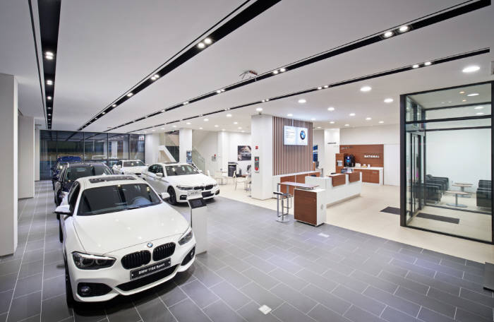 BMW 한 전시장 내부.