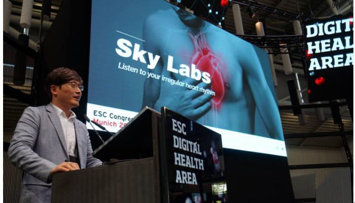 지난달 25일부터 29일까지 독일 뮌헨에서 열린 유럽심장학회(ESC)에서 이병환 스카이랩스 대표가 심방세동 모니터링 솔루션 카트를 소개했다.
