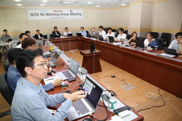 SCFA 5G 기술전략 회의에 참석한 KT, 차이나모바일, NTT도코모 5G 기술 실무자들이 5G 상용화ㆍ기술ㆍ서비스 전략에 대해 논의하는 모습