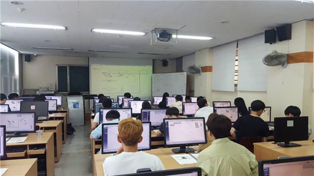 조선대 LINC+)사업단이 7월 20일부터 8월 24일까지 개치한 하계 취업역량강화 교육프로그램인 하계 3차원(D) 컴퓨터 지원 설계 프로그램(CATIA) 전문가 양성 과정 교육 모숩.