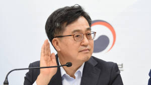 '휴가 복귀' 김 부총리, 향후 현장행보 관심