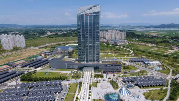 나주 혁신도시 한국전력 본사.