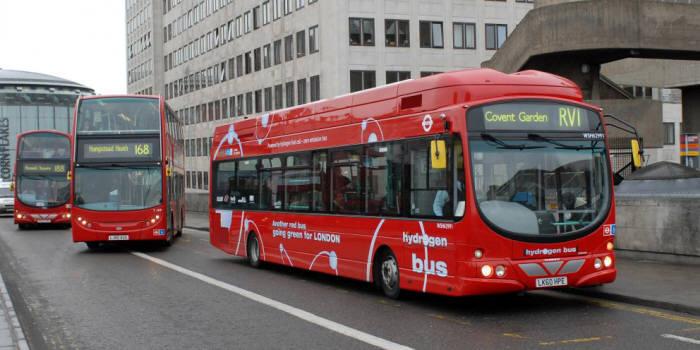 영국 런던 2층버스 (전자신문 DB)