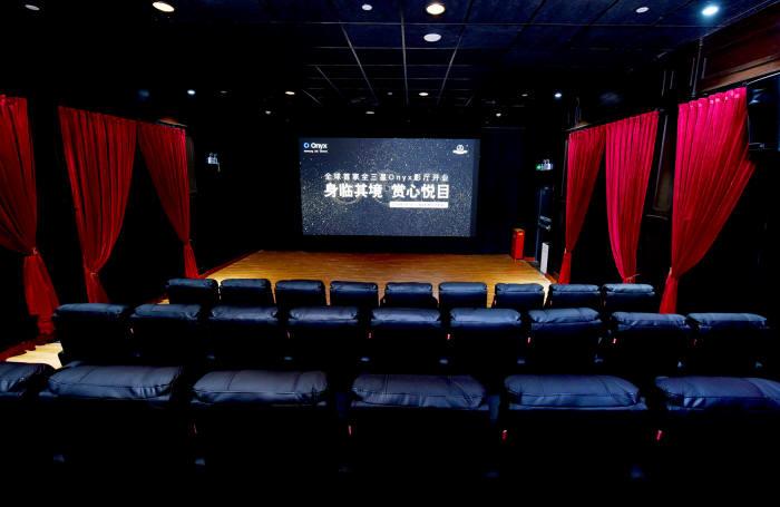 삼성전자가 중국 상하이 창닝구 아크(ARCH) 완다시네마에 개관한 세계 최초 오닉스 스크린 전용 삼성 오닉스 멀티플렉스.