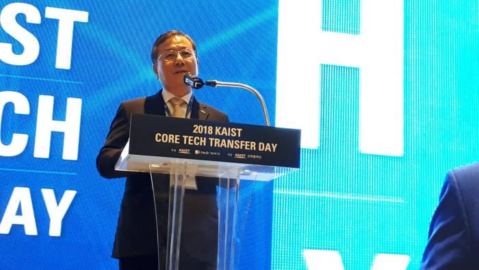 신성철 KAIST 총장이 10일 2018 KAIST 핵심 특허기술 이전 설명회에서 개회사를 전하는 모습.