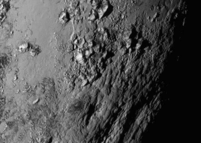 NASA가 공개한 명왕성 표면 일부 사진