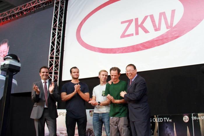 조성진 LG전자 부회장이 오스트리아 비젤버그에 위치한 ZKW 본사를 방문해 현지 임직원을 격려했다.