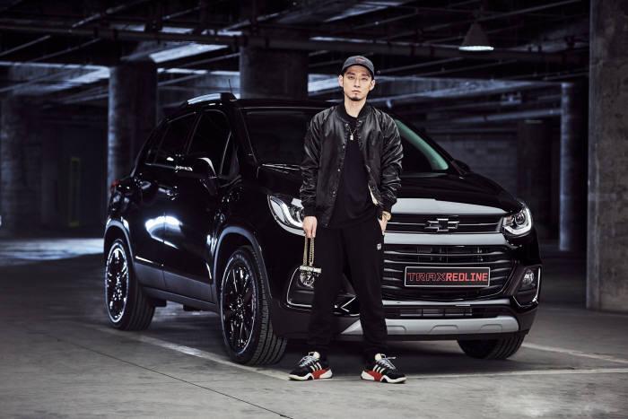 한국지엠, 소형 SUV 트랙스 레드라인 1호차 래퍼 더 콰이엇 계약 (제공=한국지엠)