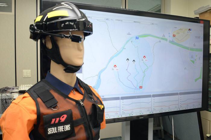 ETRI가 개발한 소방관용 스마트 헬멧 기술