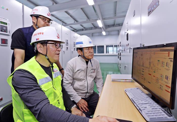 SK텔레콤은 현대자동차 울산공장에 열병합발전 시스템과 공장에너지관리시스템을 구축했다. IoT 진흥주간에서는 SK텔레콤 공장에너지관리시스템을 포함한 다양한 스마트공장 솔루션을 확인할 수 있다.