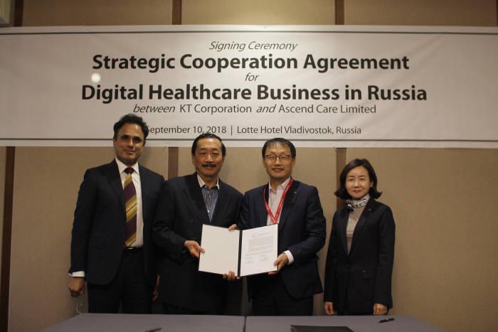 프라딥 운니 어센드 헬스케어 CEO와 빈센트 탄 버자야 회장, 구현모 KT 사장, 고윤전 KT 미래융합사업추진실 미래사업개발단장(왼쪽부터)이 러시아 디지털 헬스케어 사업 진출을 위한 업무협약을 체결했다