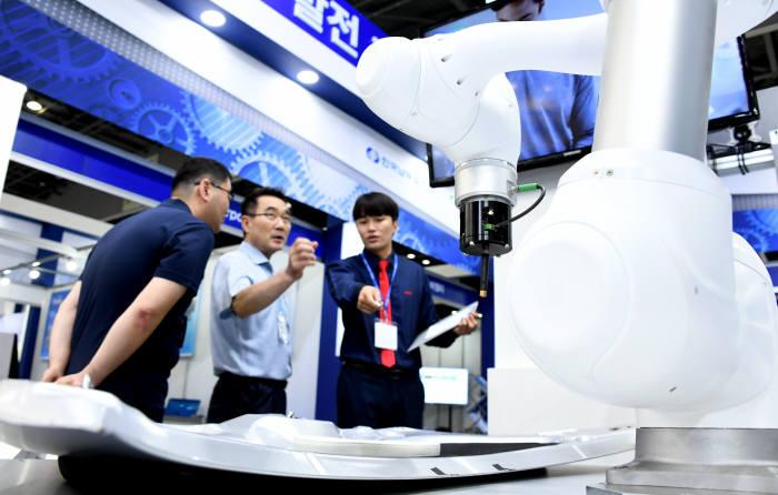 2018국제자동화정밀기기전 협동로봇에 높아진 관심