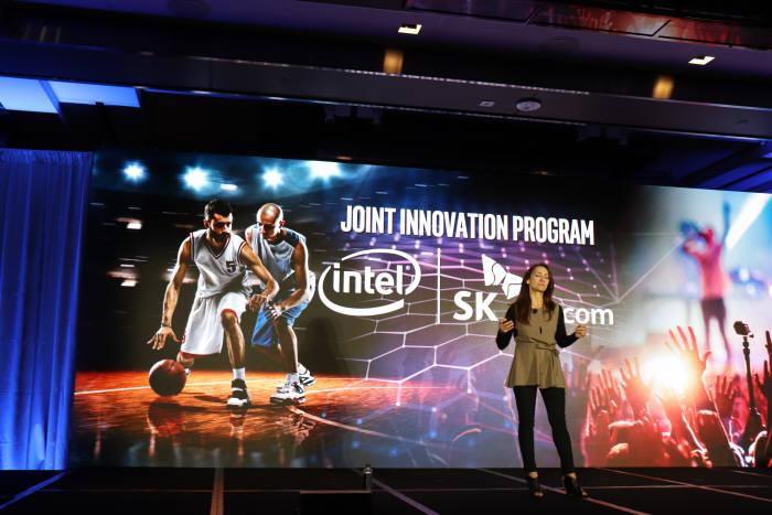 산드라 리베라 인텔 수석부사장이 11일(현지시간) 미국 LA에서 5G 협력 프로그램을 소개했다.