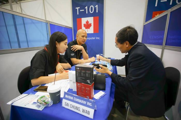 지난해 개최한 ICT융합엑스포 수출상담회 모습.