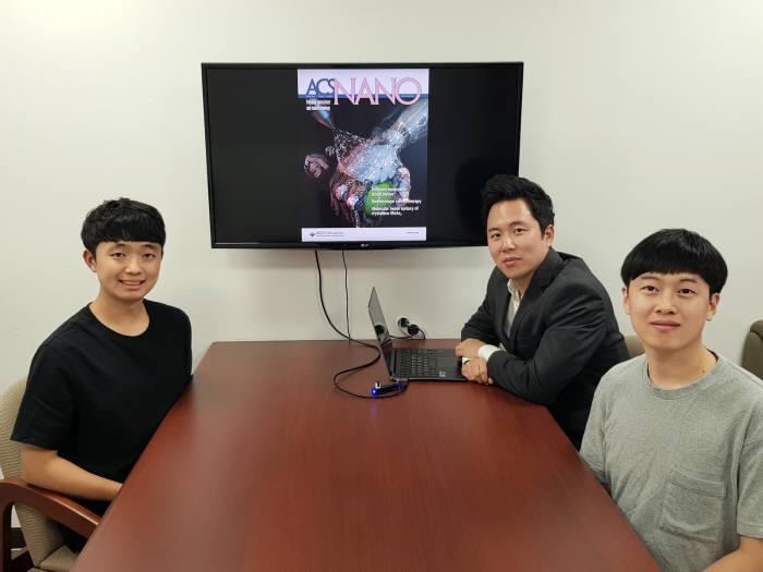왼쪽부터 오진원 박사과정, 스티브 박 교수, 양준창 박사과정