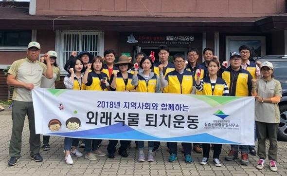 전남정보문화산업진흥원은 12일부터 18일까지 영암과 목포, 여수지역에서 지역사회 연계 상생문화 실천을 위한 봉사활동에 나선다.