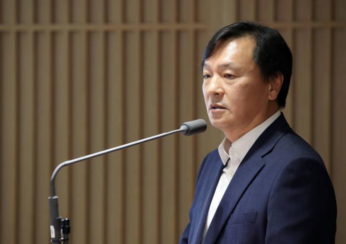 신인석 한국은행 금융통화위원이 12일 서울 중구 한국은행 본원에서 열린 기자간담회에서 모두발언하고 있다.