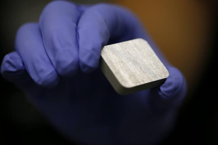 알루미늄 금속 덩어리의 모습