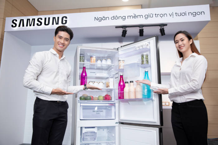 삼성전자가 13일(현지시간) 베트남 호치민 가전복합단지에서 냉장고 신제품 출시행사를 개최했다고 14일 밝혔다. 삼성전자는 급성장하는 동남아 프리미엄 가전 시장 확대를 추진한다.